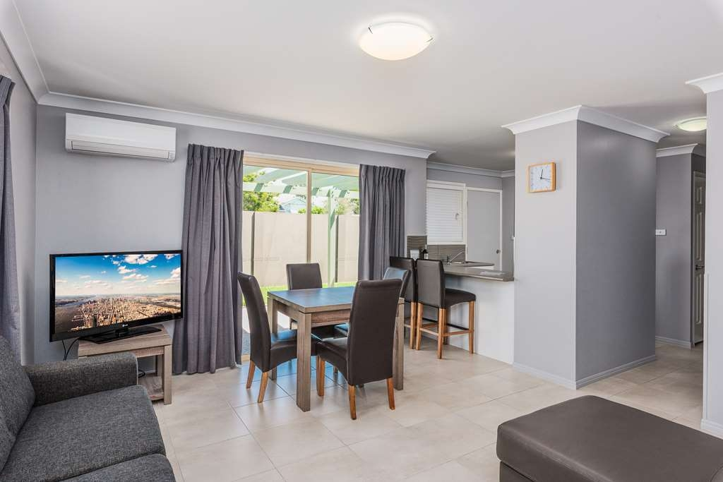 Best Western Plus The Stirling Rockhampton - Apartment Living Area