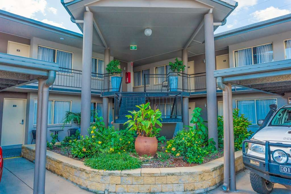 Best Western Plus The Stirling Rockhampton - Guest Rooms Courtyard