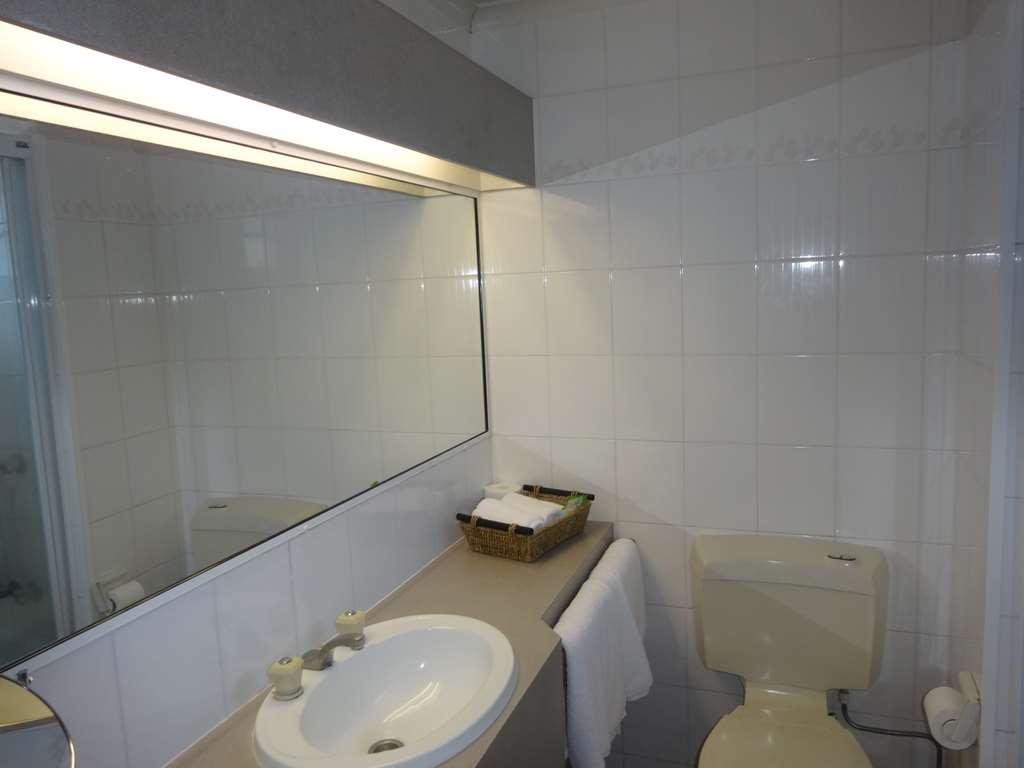Best Western Plus The Stirling Rockhampton - Queen & Single Standard bathroom