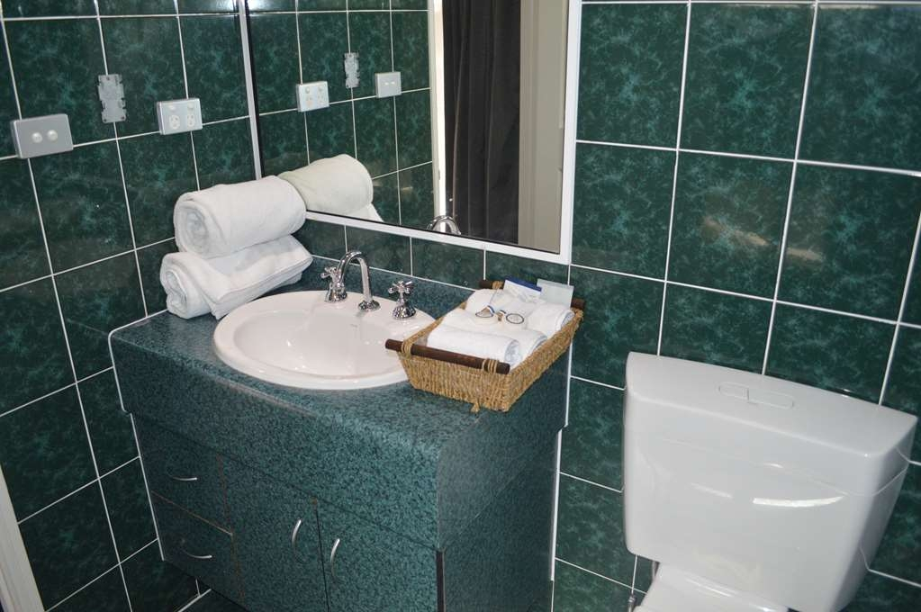 Best Western Plus The Stirling Rockhampton - Queen Room Bathroom