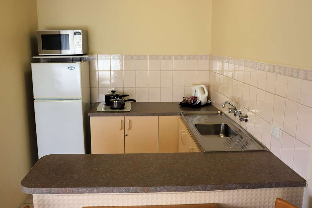 Best Western Fawkner Suites & Serviced Apartments - Kitchenette with Cook top, Microwave, Fridge, Toaster, Tea-Coffee Facilties.
