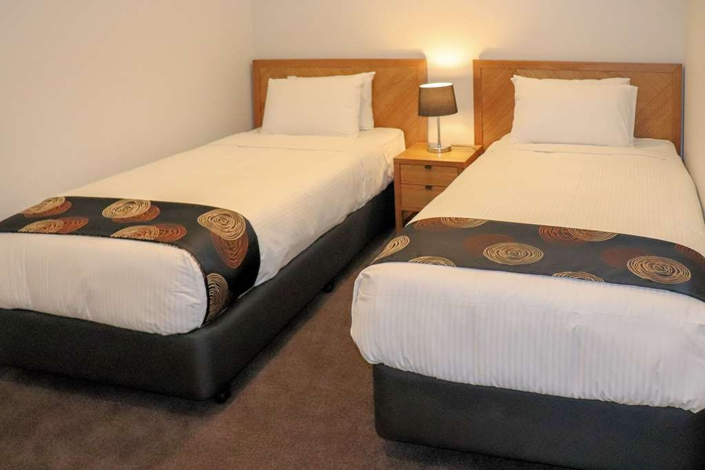 Best Western Fawkner Suites & Serviced Apartments - Bedroom Contains 2 King Single Beds & Heating/Cooling with Built in Wardrobe