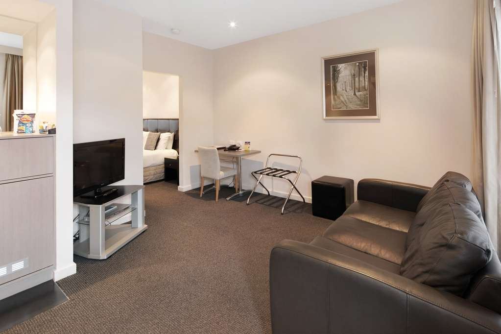 Best Western Plus Ballarat Suites - Executive King Bathroom