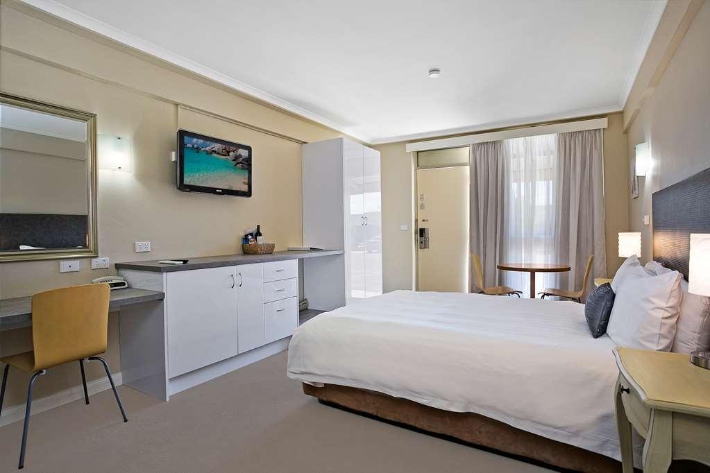 Best Western Sanctuary Inn - Standard Queen Room