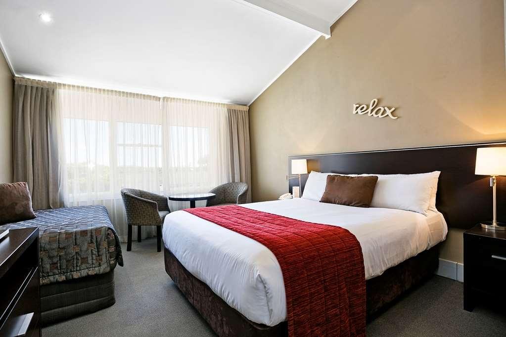 Best Western Sanctuary Inn - Queen & Single Premier Room
