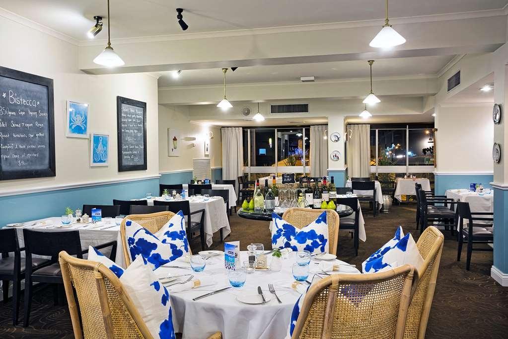 Best Western Sanctuary Inn - Riviera Bar & Grill (on-site)
