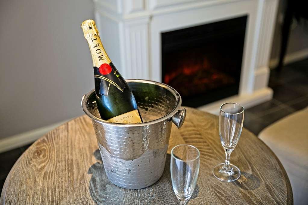 Best Western Sanctuary Inn - Enjoy a glass of bubbly!