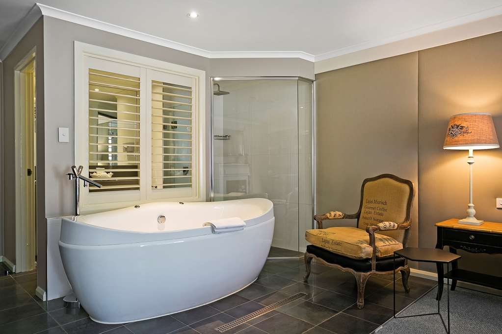 Best Western Sanctuary Inn - Treat yourself to the Executive Spa Suite at Best Western Sanctuary Inn