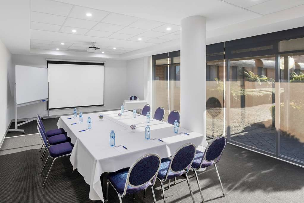 Garden City Hotel, Signature Collection - Conference Boardroom