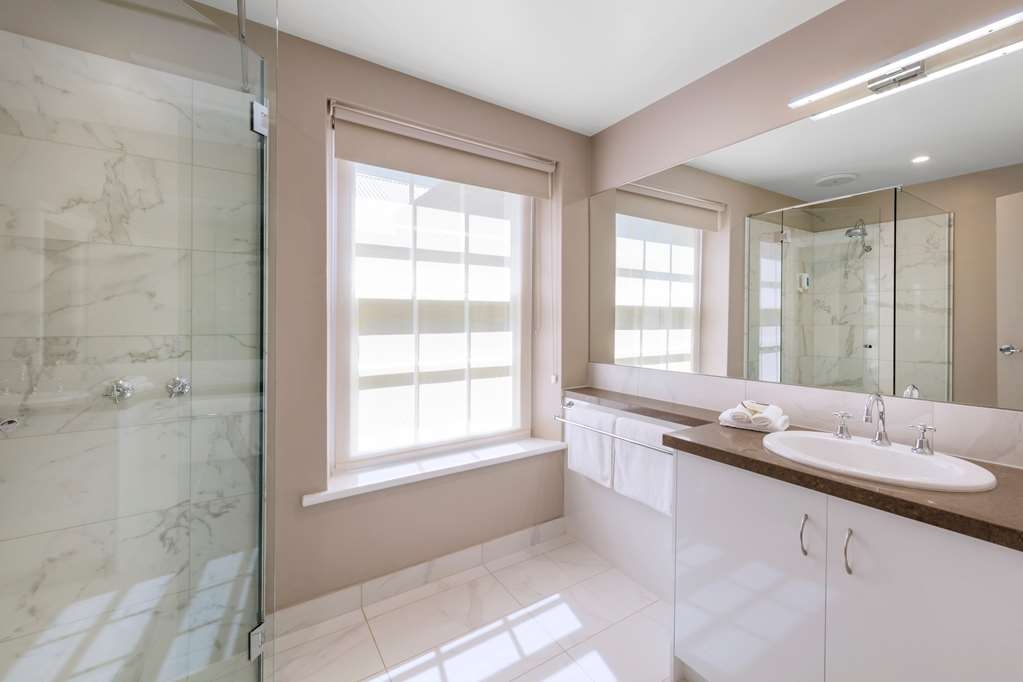 Best Western Olde Maritime Motor Inn - Luxury Heritage Room Bathroom