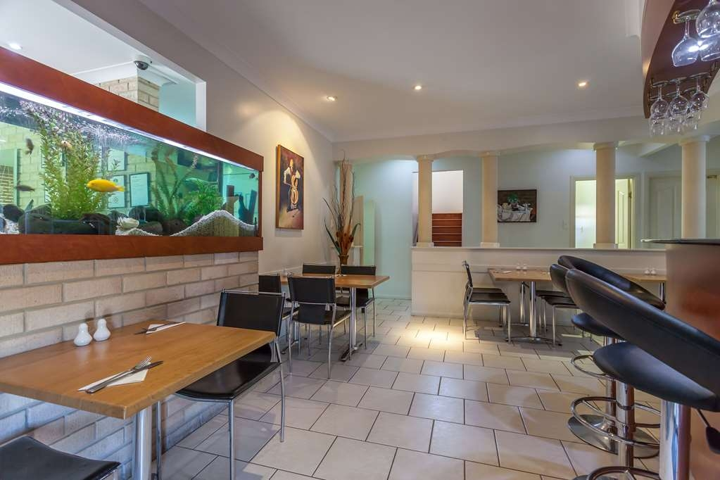 Best Western Tuscany on Tor Motor Inn - Dining Room with Fish Tank