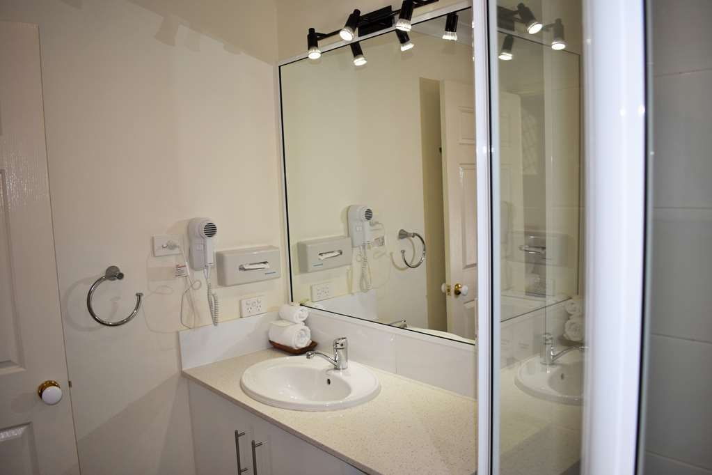 Best Western Tuscany on Tor Motor Inn - Guest Bathroom