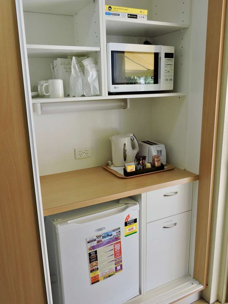 Best Western Airport 85 Motel - Triple Room Kitchennette