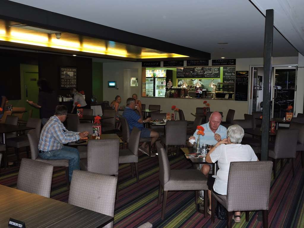 Best Western Airport 85 Motel - Gallopers Dinning