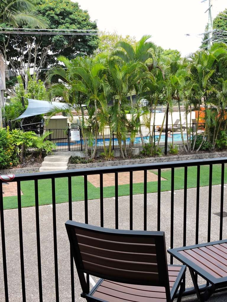 Best Western Airport 85 Motel - King & 2 Singles - Balcony view -