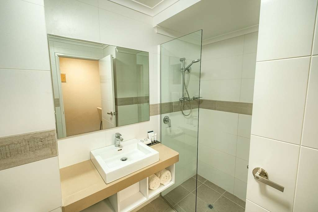 Best Western Albany Motel & Apartments - Two Room Junior Suite Bathroom
