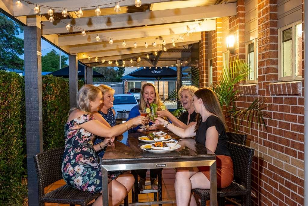 Best Western Plus Ambassador on Ruthven Motor Inn - Restaurant / Etablissement gastronomique