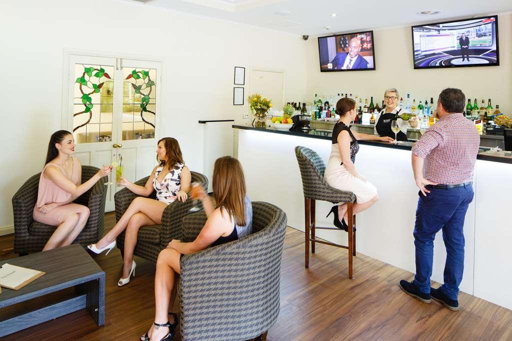 Best Western Plus Hovell Tree Inn - Bar/Salón