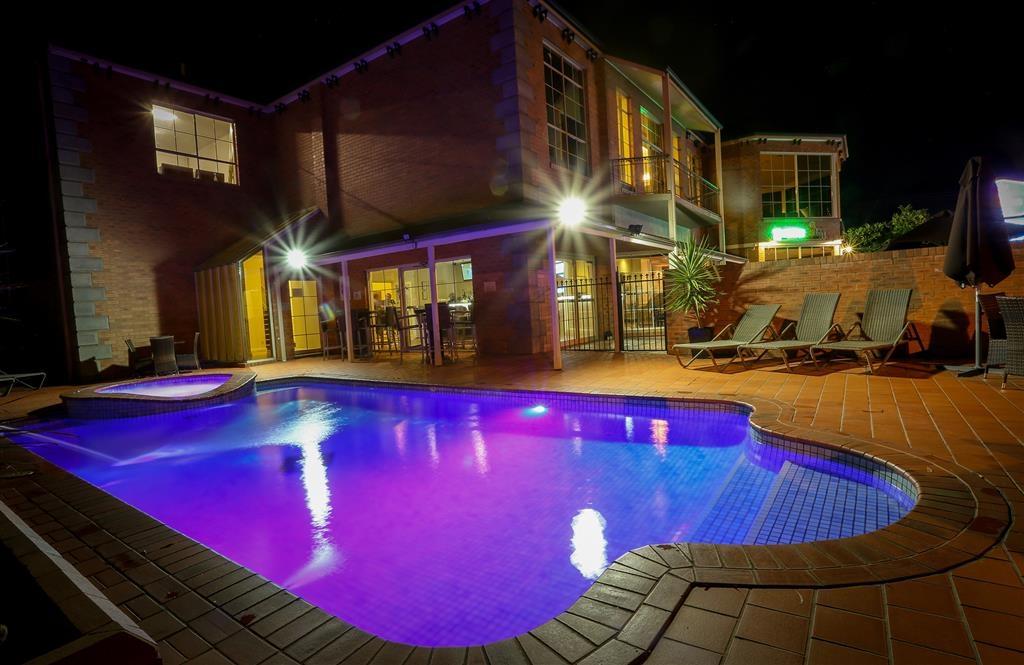 Best Western Plus Hovell Tree Inn - Piscina