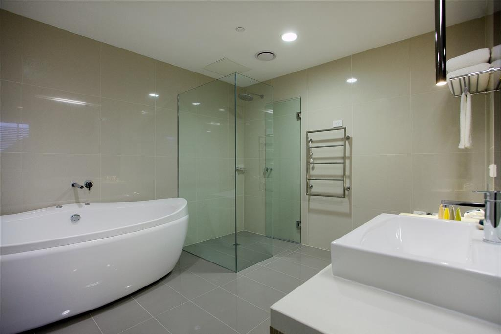 Hotel 115 Kew, BW Premier Collection - One Bedroom Apartment w/ Spa - Bathroom