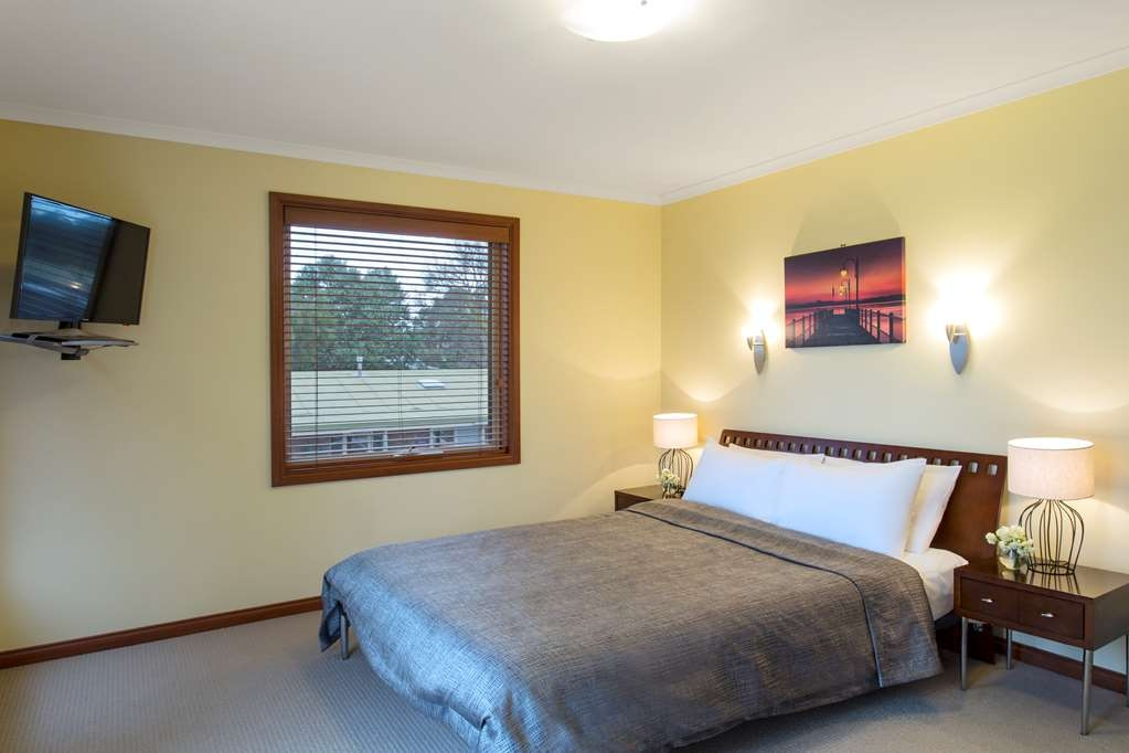 Best Western Colonial Village Motel - Guest Room
