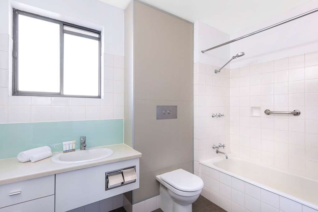 Best Western Plus Launceston - Bathroom with shower over bathtub