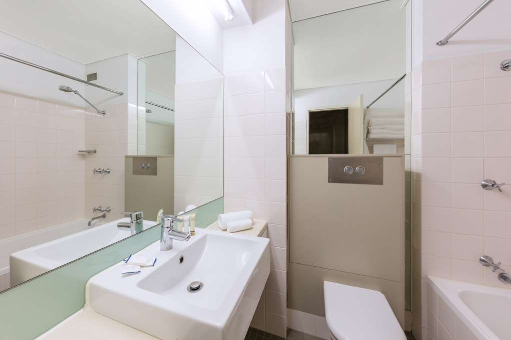 Best Western Plus Launceston - Guest Bathroom