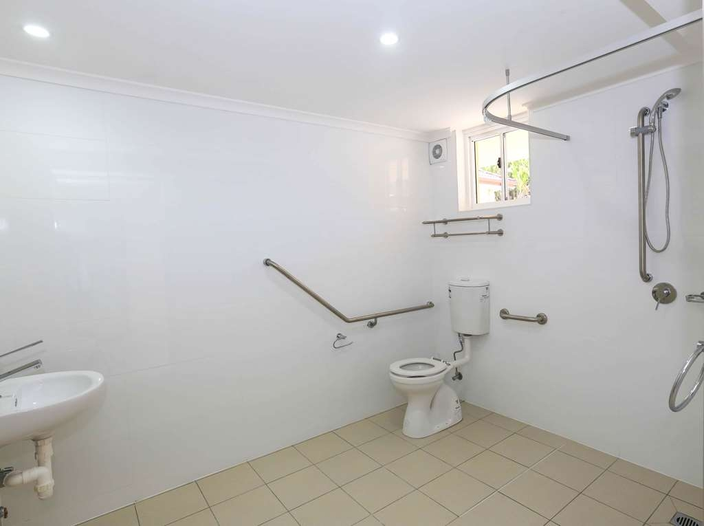 Best Western Casula Motor Inn - Disabled Bathroom