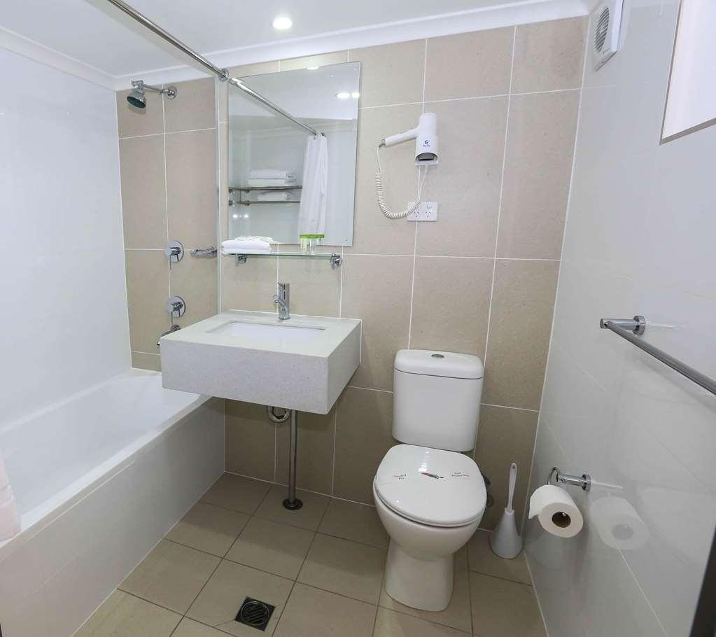 Best Western Casula Motor Inn - Guest Bathroom with shower over bath