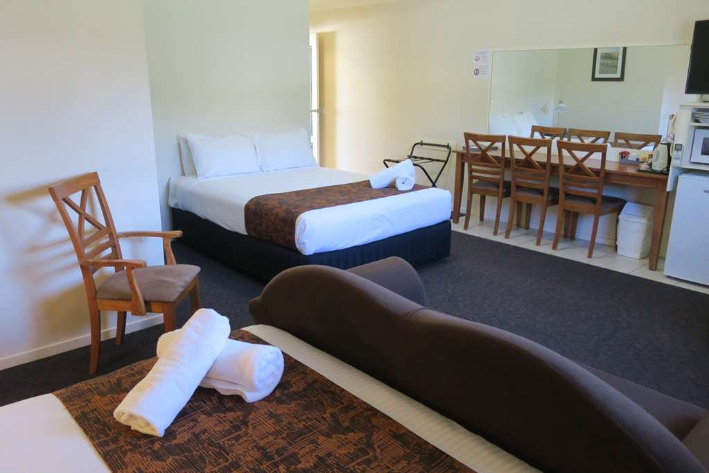 Best Western Caboolture Gateway Motel - 2 Queens and 1 Single