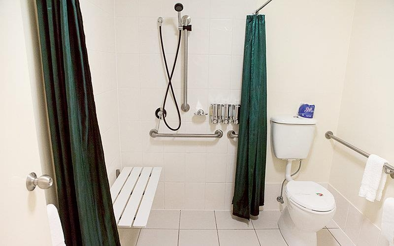 Best Western Caboolture Gateway Motel - Guest Bathroom - ADA Mobility Accessible