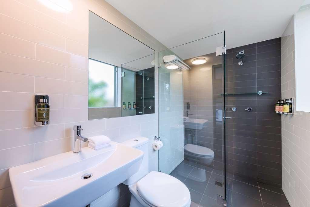 Best Western Haven Glebe - Queen Room Bathroom