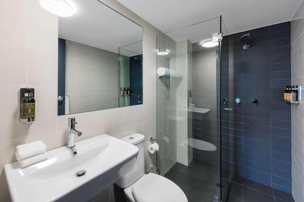 Best Western Haven Glebe - King Room Bathroom