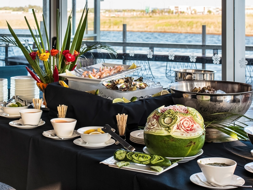 Best Western Plus Lake Kawana Hotel - buffet