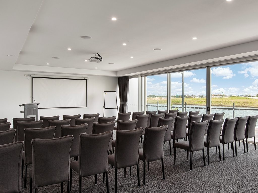 Best Western Plus Lake Kawana Hotel - Conference Room