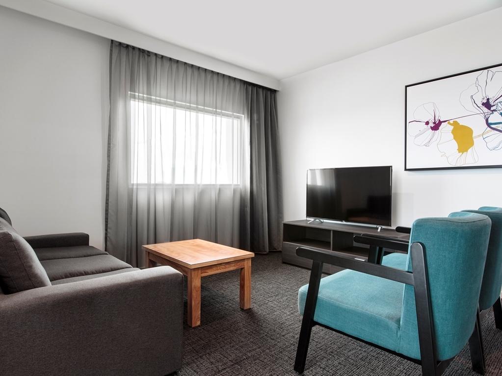 Best Western Plus Lake Kawana Hotel - Executive Suite Lounge