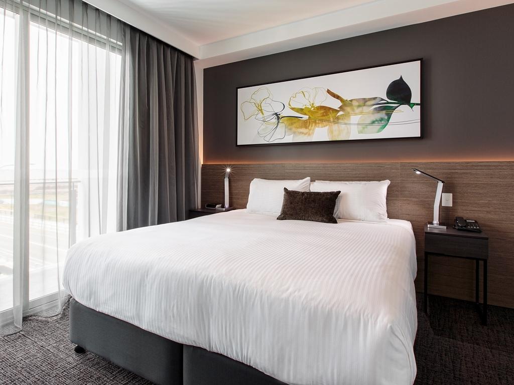 Best Western Plus Lake Kawana Hotel - Deluxe Three Bed Suite