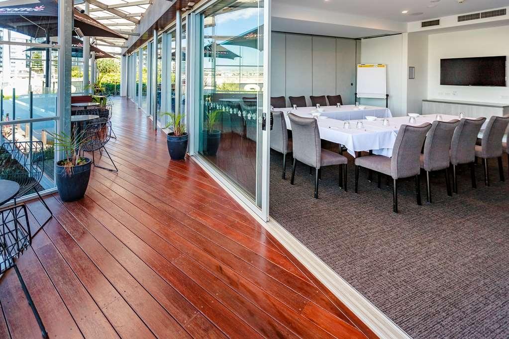 Best Western Plus Lake Kawana Hotel - salle de conférence