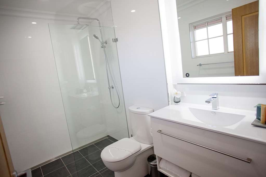 Best Western Bluegum Motel - Premier King Room bathroom