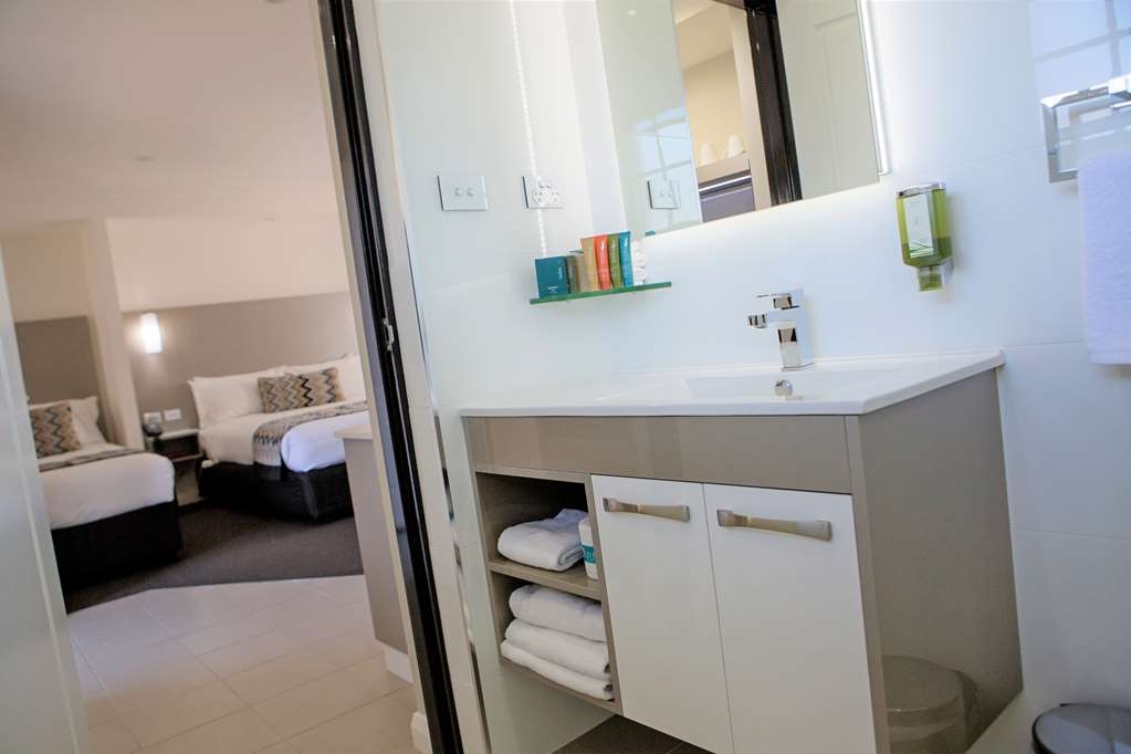 Best Western Bluegum Motel - Superior Queen/Twin Room bathroom