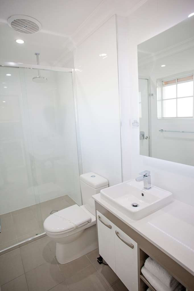 Best Western Bluegum Motel - Superior Queen Room bathroom