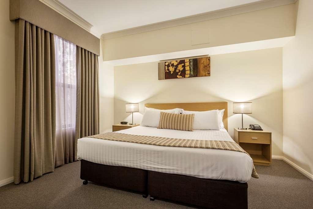 Best Western Northbridge Apartments - Two Bedroom Apartment Main Bedroom