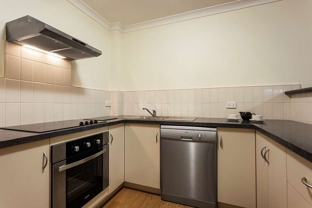 Best Western Northbridge Apartments - Two Bedroom Apartment Kitchen