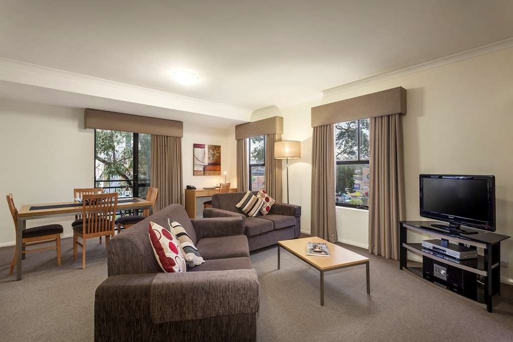 Best Western Northbridge Apartments - Two Bedroom Executive Apartment Living and Dining