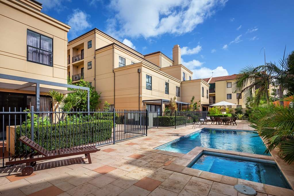Best Western Northbridge Apartments - Pool and Hot Tub