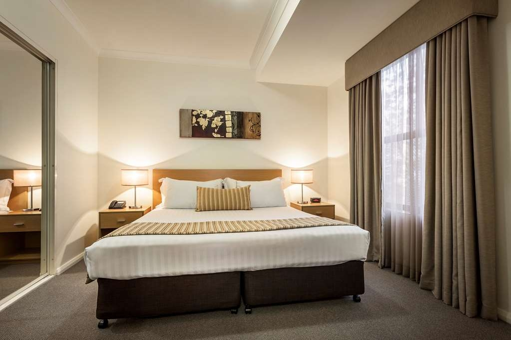 Best Western Northbridge Apartments - Two Bedroom Executive Apartment Bedroom