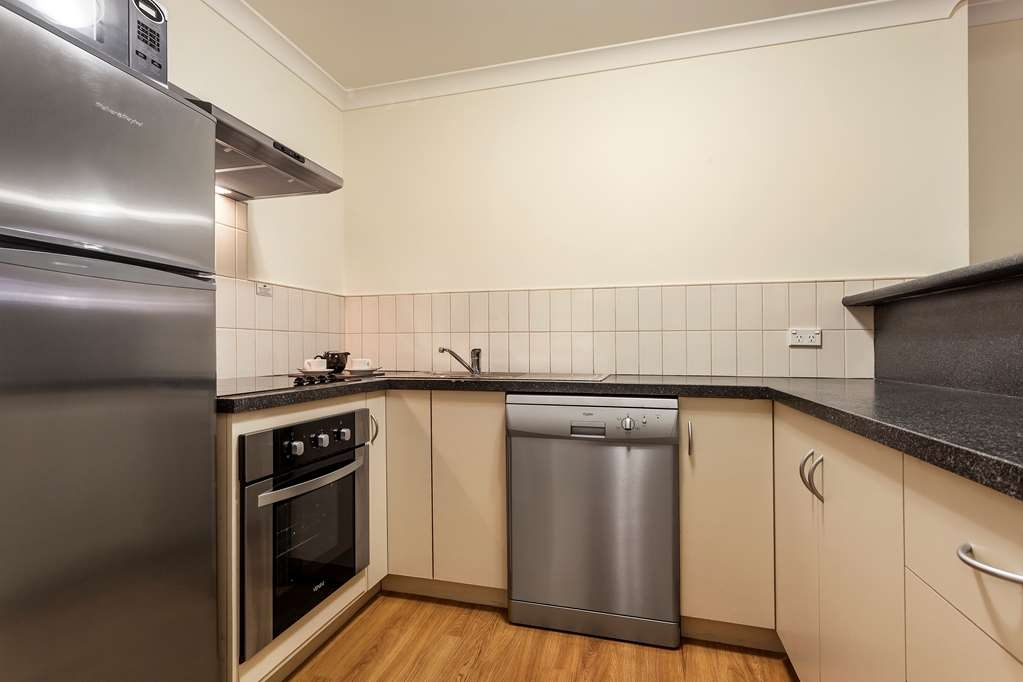 Best Western Northbridge Apartments - Two Bedroom Executive Apartment Kitchen