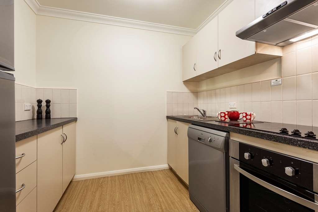 Best Western Northbridge Apartments - One Bedroom Apartment Kitchen