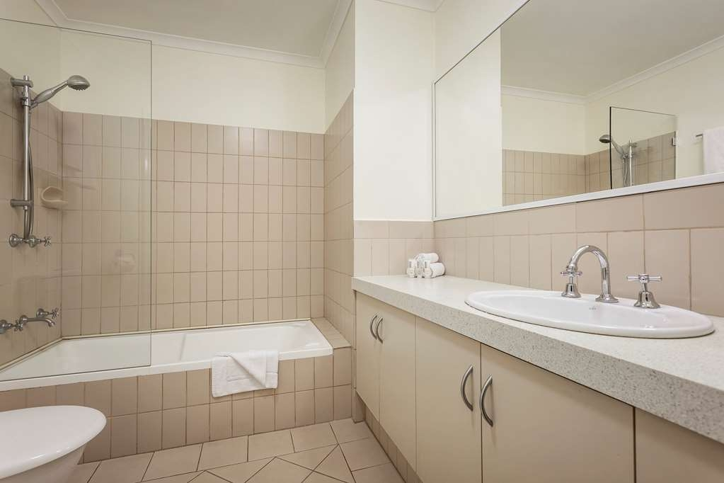 Best Western Northbridge Apartments - Two Bedroom Executive Apartment Bathroom