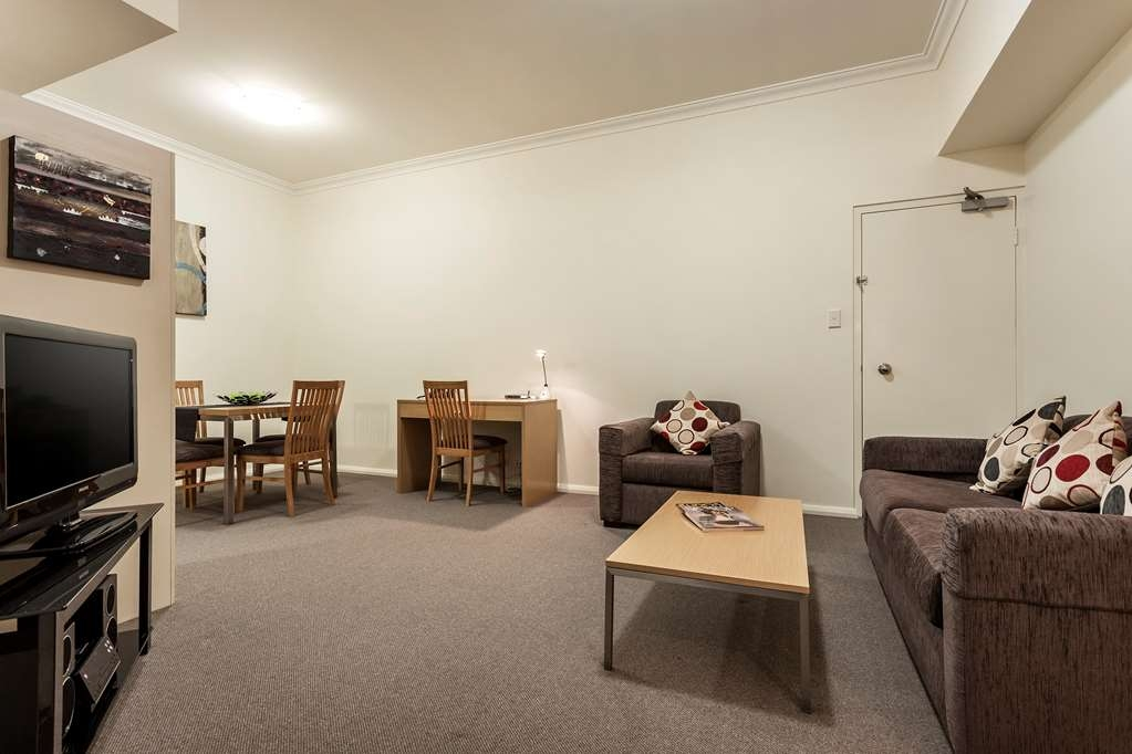 Best Western Northbridge Apartments - One Bedroom Apartment Living Room